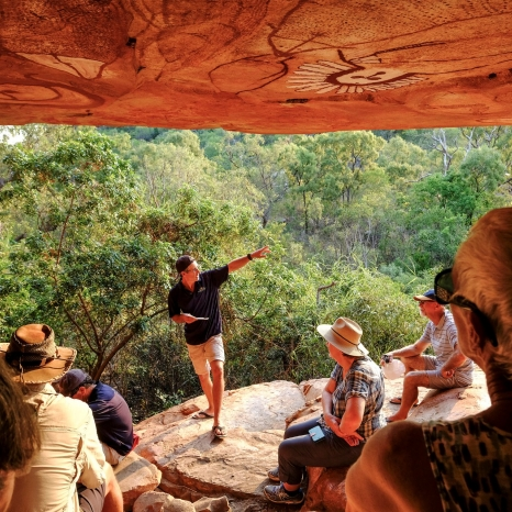 ancient aboriginal rock art tour